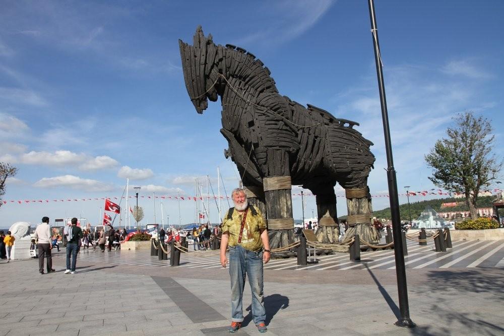 я с Троянским конём.jpg