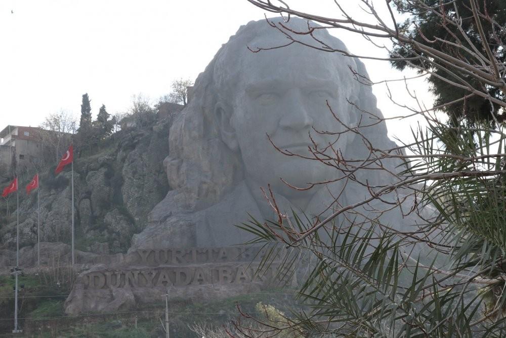 Ататюрк в скале.jpg