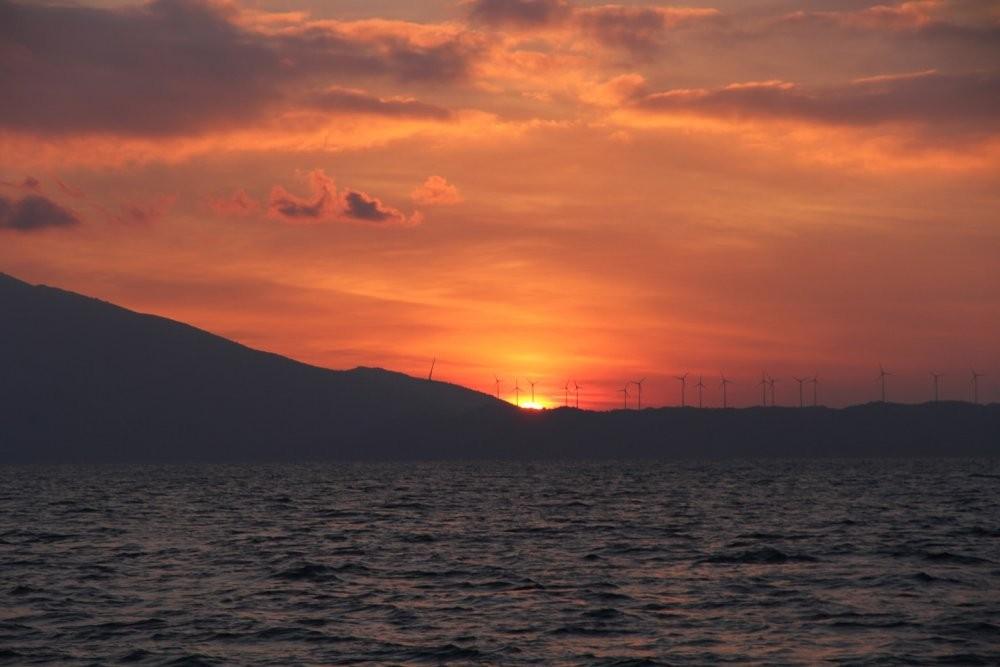 рассвет, Гёка залив с Эл станциями.jpg